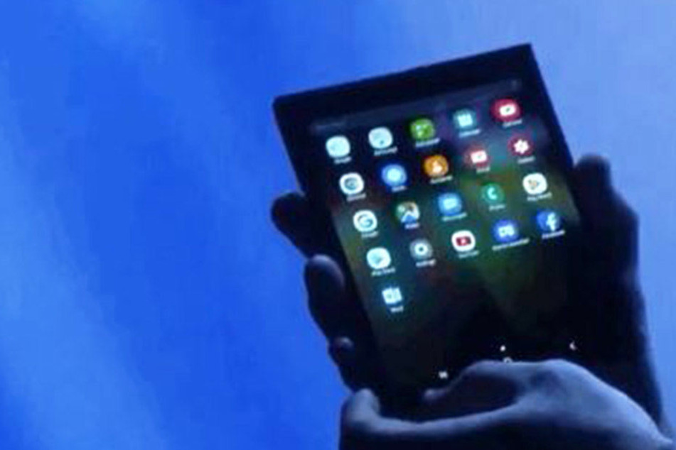 Einfach aufgeklappt und als Tablet genutzt. So könnte das Smartphone der Zukunft von Samsung aussehen.