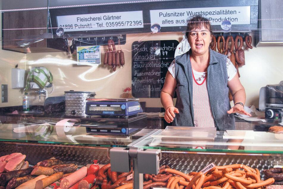 Verkäuferin Katja Gärtner (50) von der Fleischerei Gärtner sieht schwarz für die Weihnachtszeit.