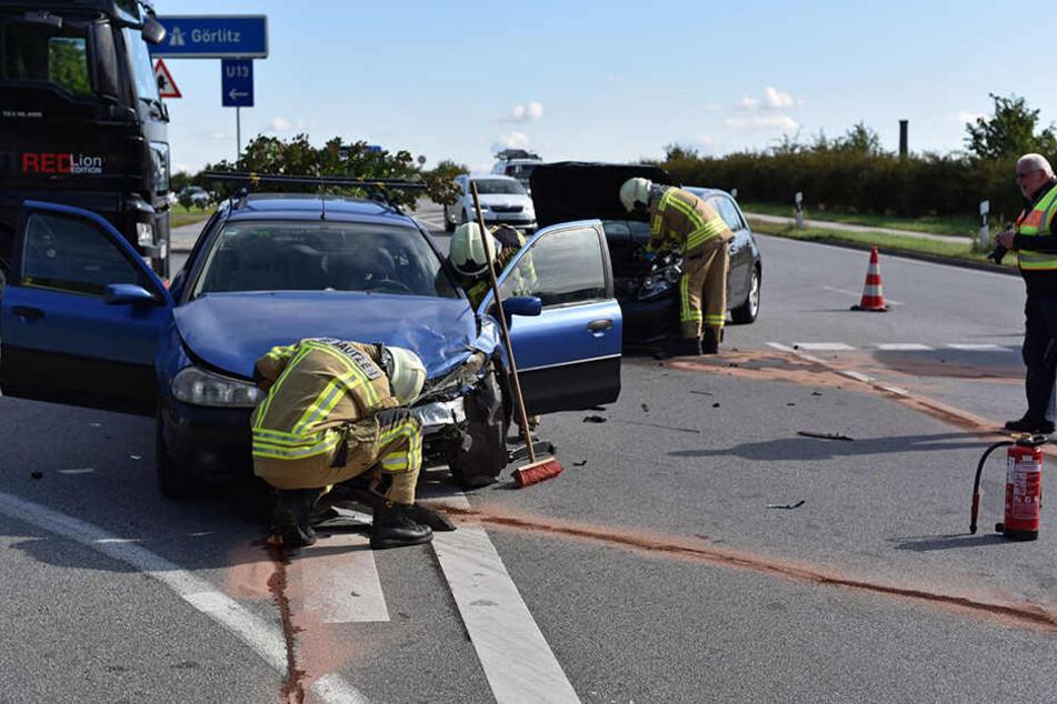 An einer Kreuzung stießen ein VW und der Ford Mondeo zusammen.