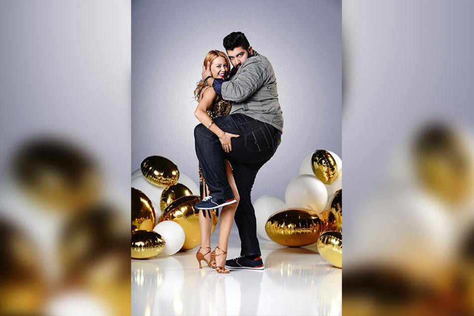 """Auch Klanns Verlobte Oana Nechiti tanzt bei """"Let's Dance"""". Sie versucht mit Comedian Faisal Kawusi ihr Glück."""