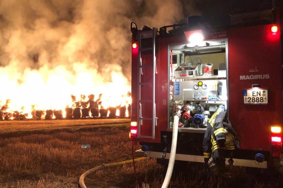Das Feuer loderte in der Nacht besonders grell.