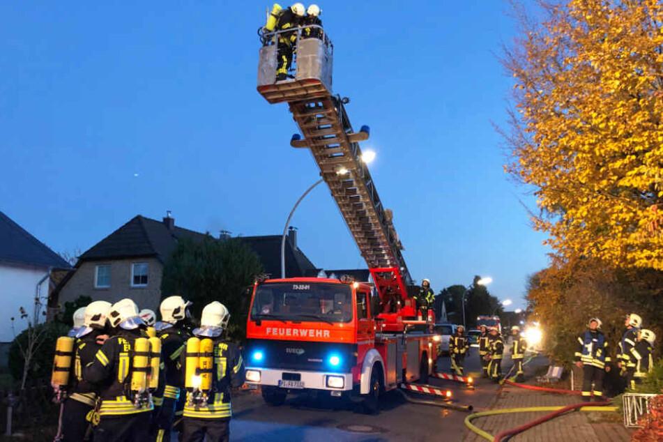 Die Feuerwehr Bönningstedt setzte ihre Drehleiter ein.