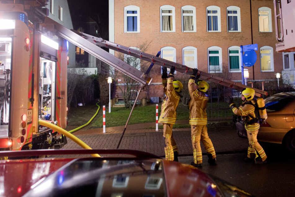 Brand in Flüchtlingsheim: 90 Bewohner evakuiert