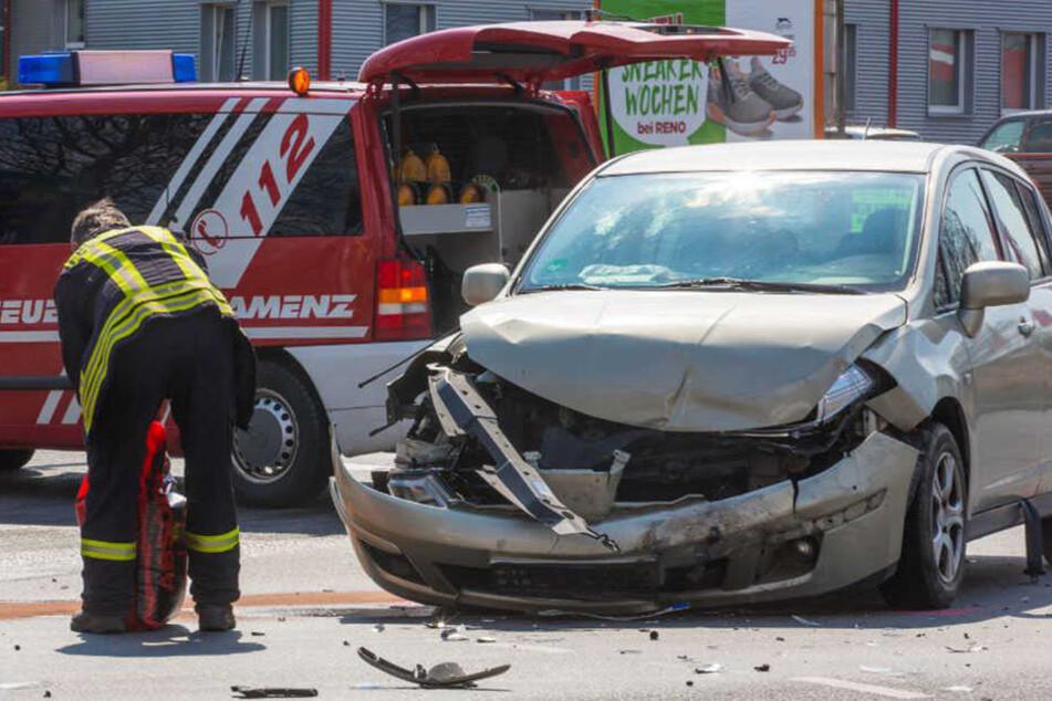Die beiden Autos krachten auf einer Kreuzung im Kamenzer Ortsteil Bernbruch zusammen.