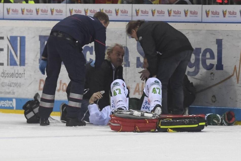 Teamarzt Ulf Blecker (m) rettete Eishockey-Spieler Christoph Ullmann (35) wohl das Leben.