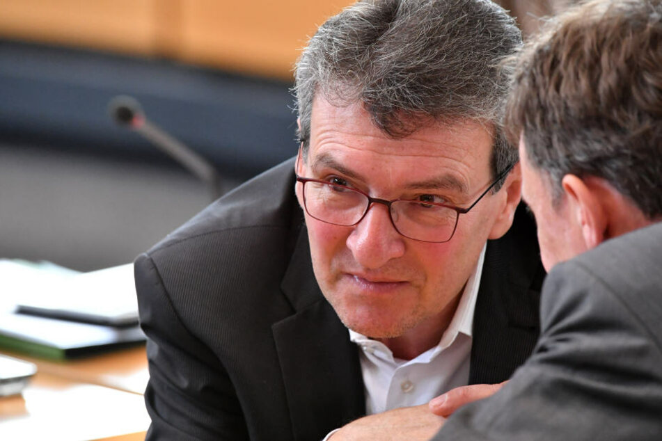 Migrationsminister Dieter Lauinger (Grüne) hat sich gegen Rückführungszentren ausgesprochen.