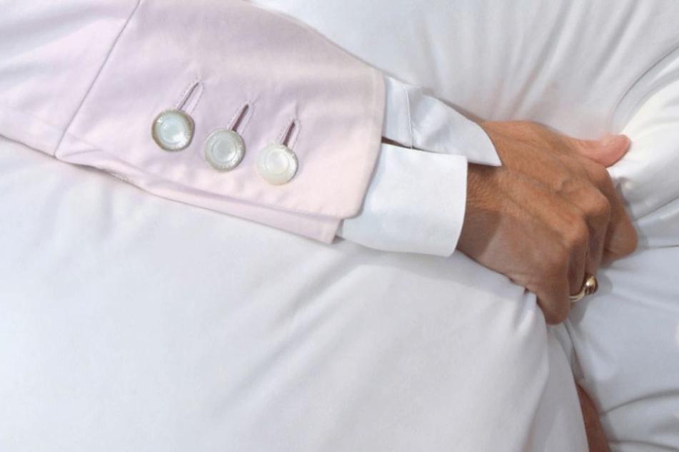 Eine demenzkranke Seniorin versuchte mit einem Kissen ihren Mann zu töten.