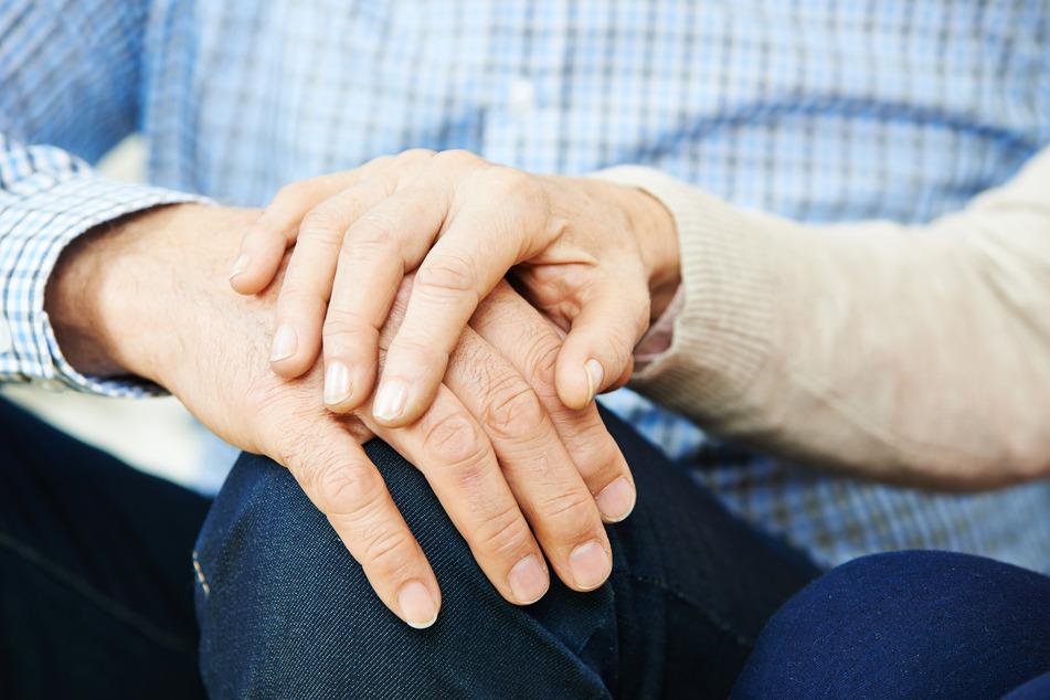 Nach 63 Jahren Ehe: Paar stirbt am selben Tag am Coronavirus
