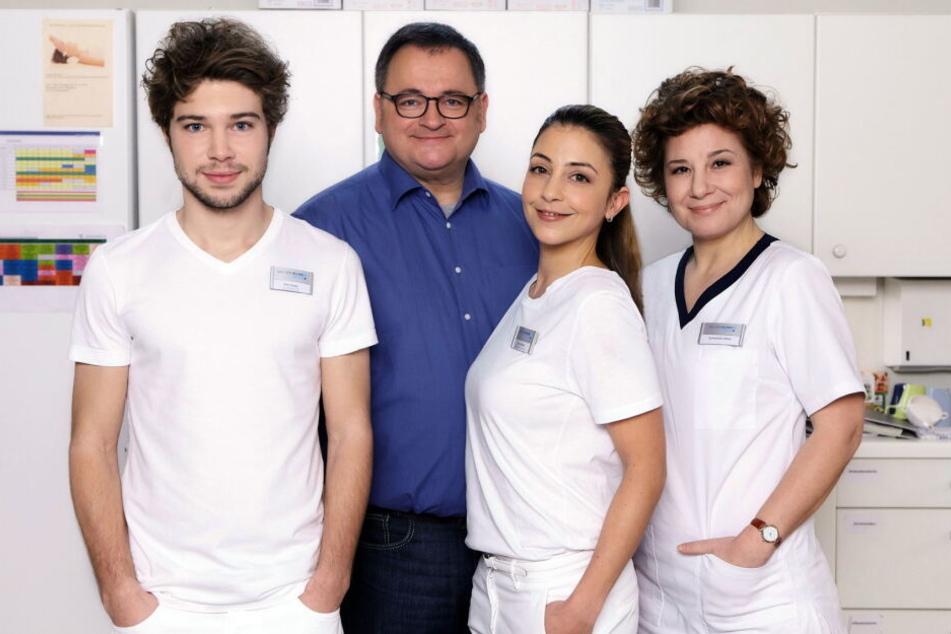 """Seit 18 Jahren ist Arzu Bazman (2. von rechts) bereits bei """"In aller Freundschaft"""" mit dabei."""