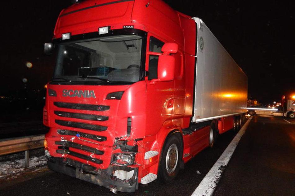 Ein Laster war in die Unfallstelle gefahren. Der Fahrer und ein weiterer Insasse des Autos starben dabei.