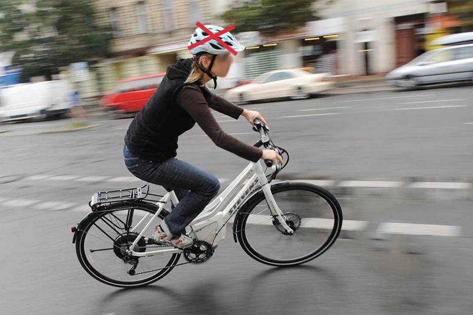 Die 41-Jährige fuhr ohne Helm und zog sich eine Platzwunde am Kopf zu. (Symbolbild)