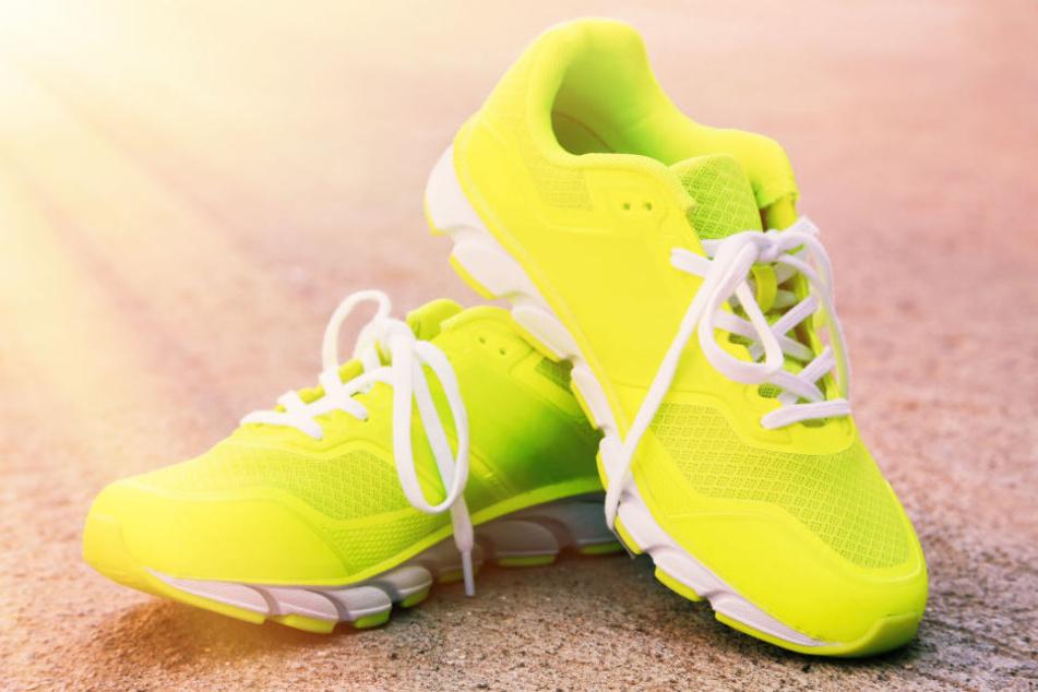 So ähnlich könnten sie ausgesehen haben - die gelben Schuhe, welche einem Dieb zum Verhängnis wurden. (Symbolbild)