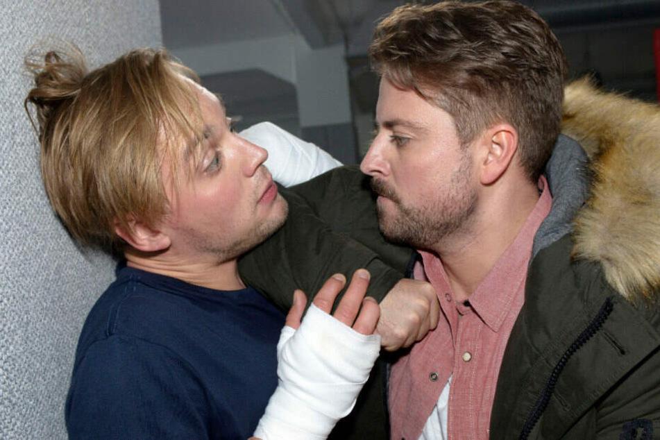 Im Boxclub trifft John auf Lars und sieht rot.