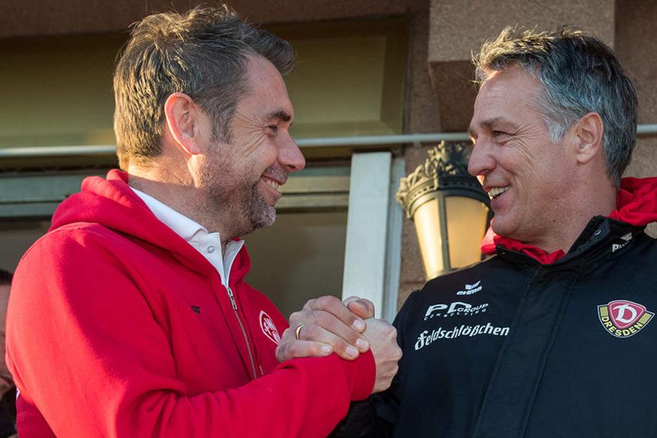 Spanisches Treffen: Kickers-Trainer Bernd Hollerbach (l.) und Dynamo-Coach Uwe Neuhaus waren mit ihren Teams im Wintercamp in Marbella.