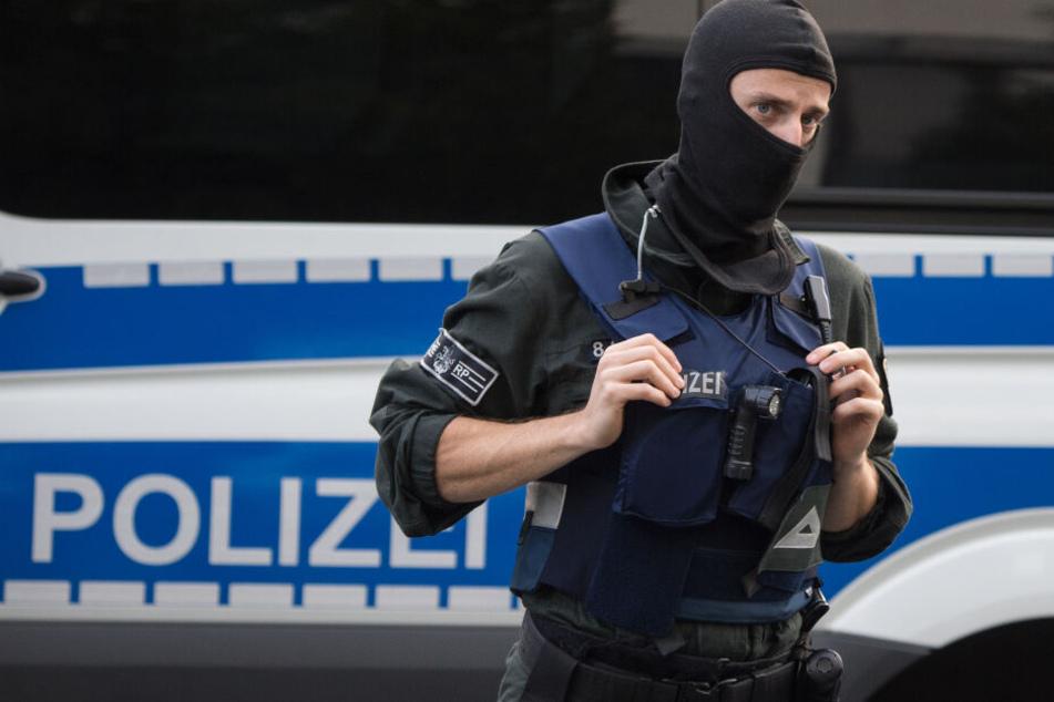 In der Wohnung des 25-jährigen Tatverdächtigen fand die Polizei die Leiche seines 62-jährigen Nachbarn (Symbolbild).
