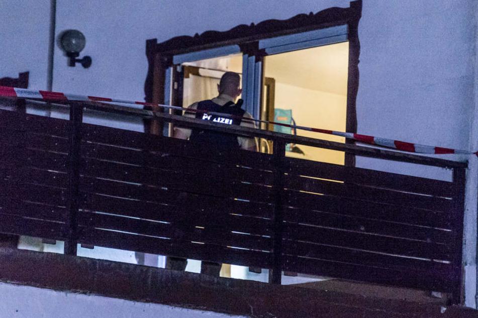 Die Ermittlungen zur Blutbad in einem bayerischen Asylheim dauern an.