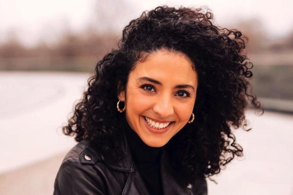"Am Sonntag, 25. April 2021, moderiert Siham El-Maimouni (36) erstmals ""ttt – titel thesen temperamente""."