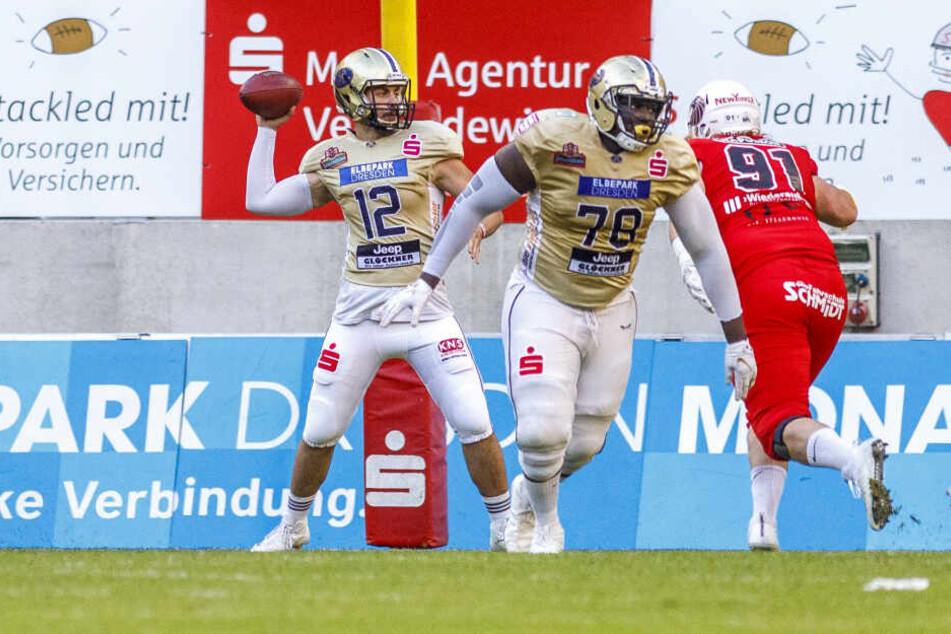 Gegen die New Yorker Lions sprang Dresdens Ersatz-Quarterback Ferras El-Hendi (l.) ein, leistete sich dabei aber auch Fehlwürfe.