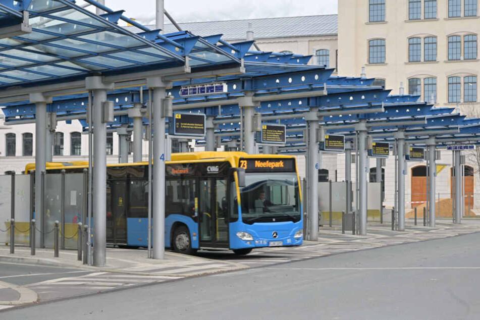 Noch mindestens anderthalb Jahre werden Busse zum aktuellen Busbahnhof an der Straße der Nationen fahren müssen.