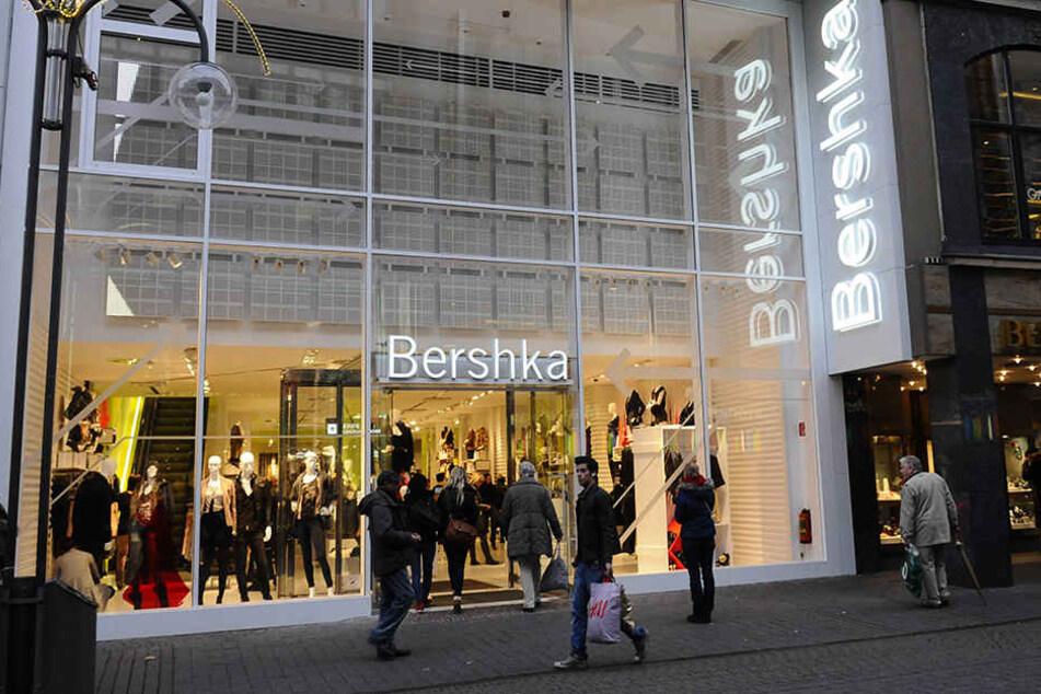 Die spanische Modekette Bershka erregt mit ihrem neustem Schuhdesign das Netz.