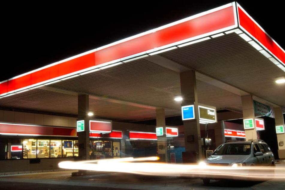 Suff-Fahrerin kauft Alkohol zum Nachtanken, doch eines hat sie nicht bedacht