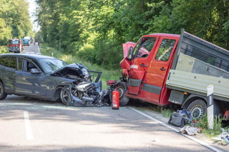 In Bayern ist es auf der B13 zu einem schweren Verkehrsunfall gekommen.