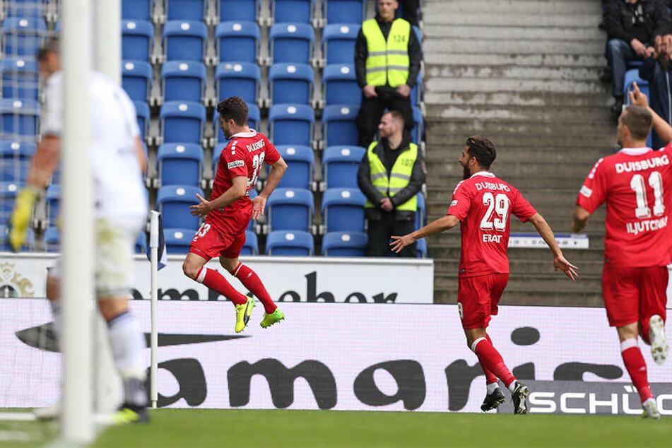 DSC-Keeper Stephan Ortega (links) konnte nichts machen: Moritz Stoppelkamp netzte in der 19. Minute zum 1:0 für die Gäste ein.