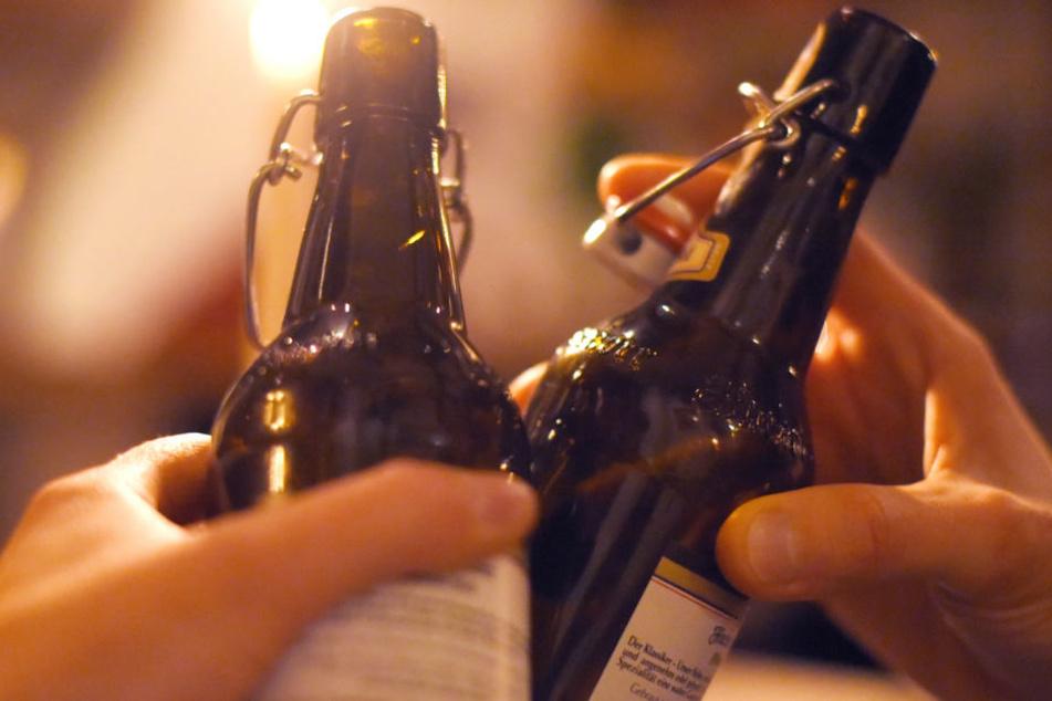 Immer wieder werden auch Kinder mit Alkoholvergiftungen eingeliefert. (Symbolbild)