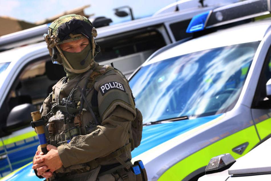 Spezialkräfte nahmen einen 19-Jährigen fest (Symbolbild).