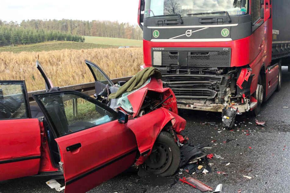 Der 63 Jahre alte Fahrer des Audi wurde bei dem Unfall schwer verletzt.