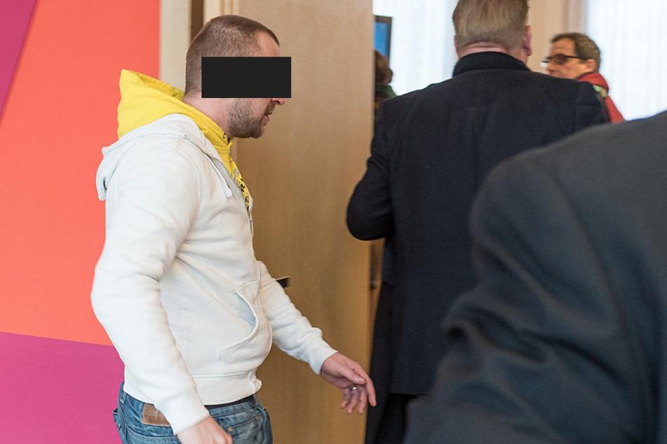 Robert N. (31) hat schon ein Dutzend Eintragungen im Strafregister. Am Freitag musste er wieder vorm Amtsgericht antreten.