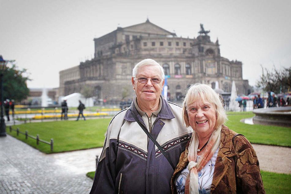 Kritik ja, Gepöbel nein: Rentner Horst Elsner (78) und Partnerin Monika  Konzagk (75) haben eine klare Meinung zu den Protestlern.