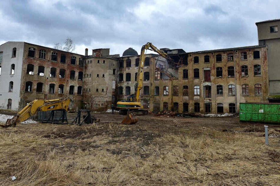 Seit Mittwoch wird die historische Lisema-Möbelfabrik für die  Landesgartenschau platt gemacht.