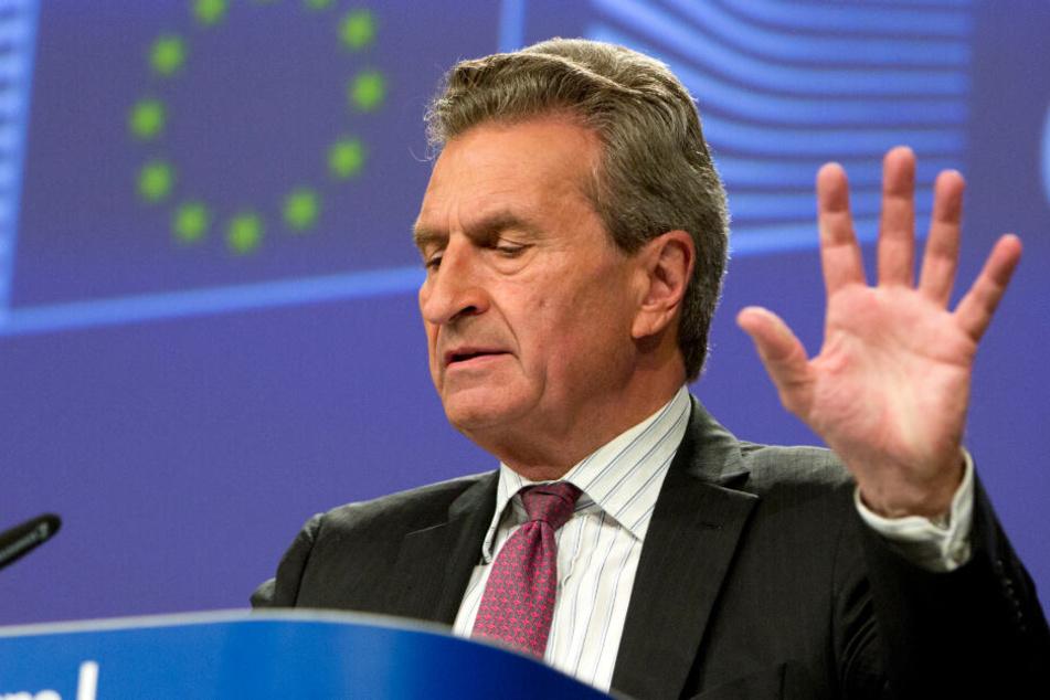 Günther Oettinger, EU-Haushaltskommissar, nimmt an einer Medienkonferenz im Hauptsitz der EU teil.