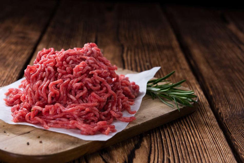 Vorsicht! Empfindliche Lebensmittel wie Hackfleisch haben kein MHD sondern ein Verbrauchsdatum.