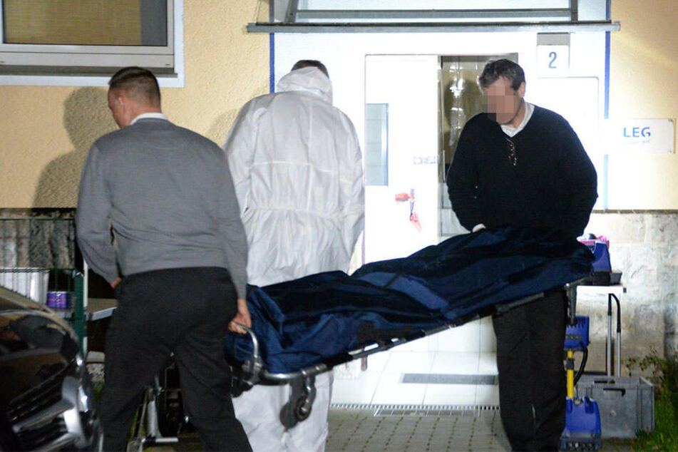 Am Montag fand man die Leichen von Mutter und Sohn in ihrer Wohnung.