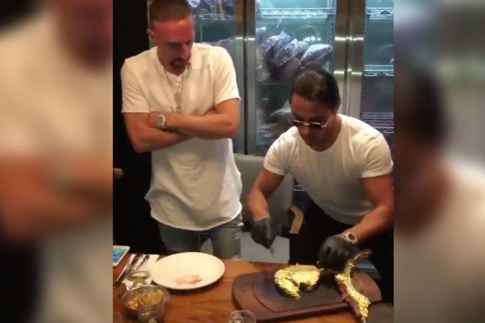 Ribéry mit Salt Bae im Restaurant in Dubai.