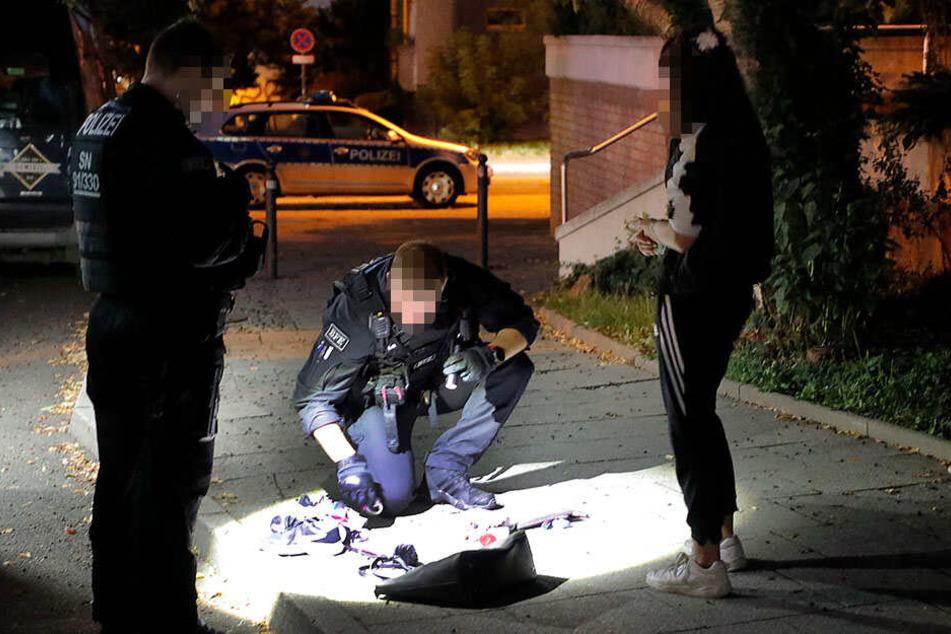 Die Polizei stellte bei der Kontrolle auch Diebesgut sicher.