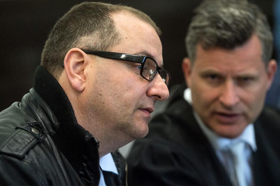Verteidiger Detlev Binder (rechts) beantragte zum Prozessauftakt ein neues Gutachten von Wilfried W. (links).