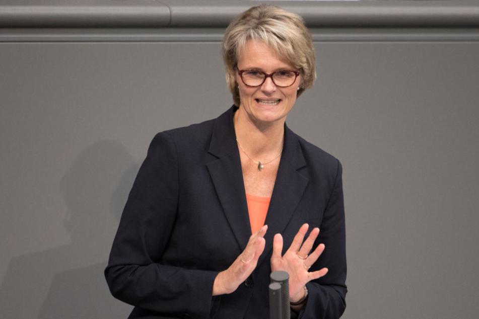 Bildungsministerin Anja Karliczek sorgt sich um die Kinder aus gleichgeschlechtlichen Ehen.