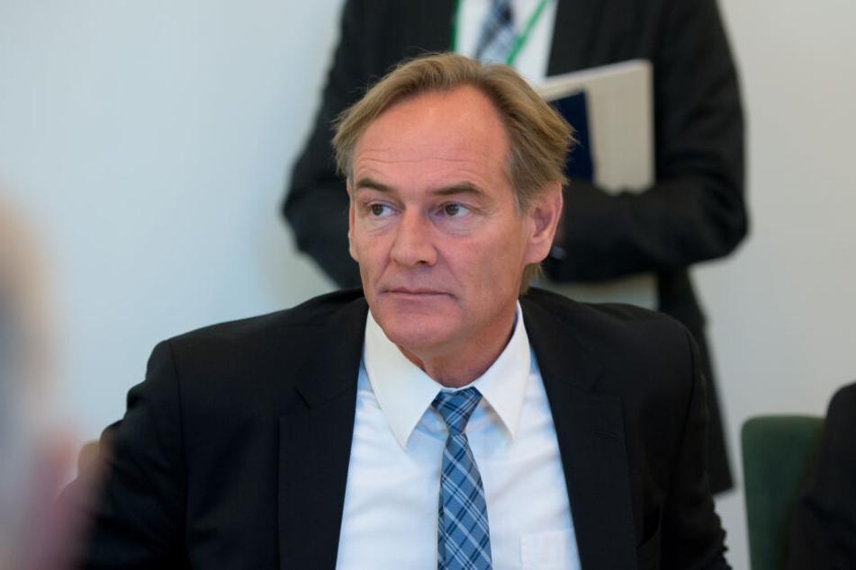 """Leipzigs Oberbürgermeister Burkhard Jung hat den Anschlag aufs Westwerk scharf verurteilt, ihn als """"kurzsichtig und falsch"""" bezeichnet."""