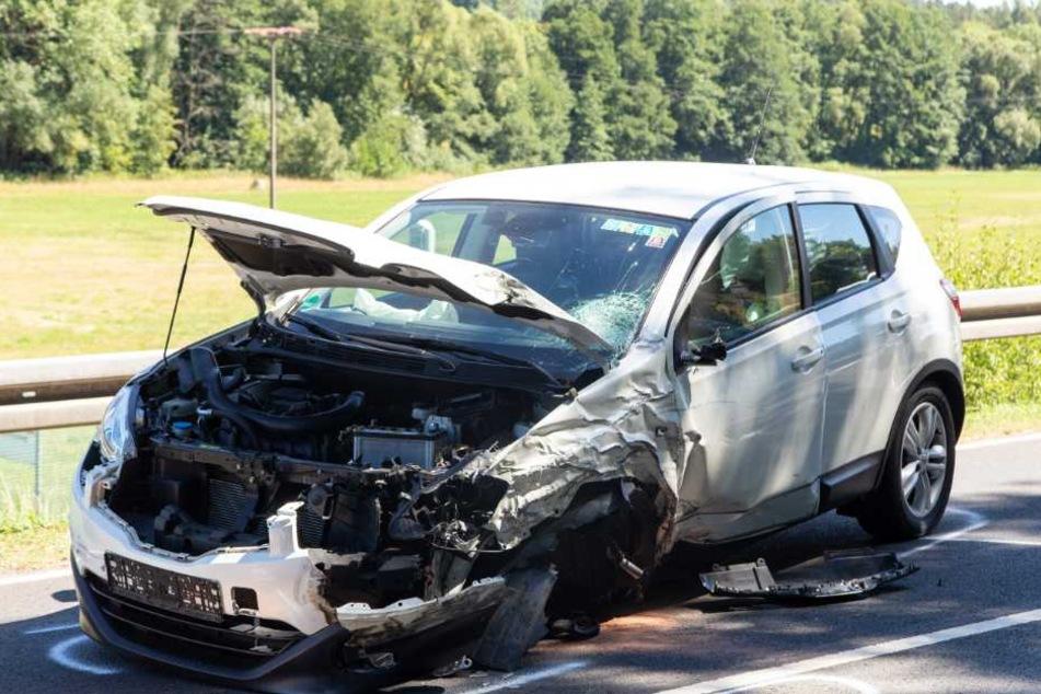 Beide Fahrer wurden schwer verletzt.