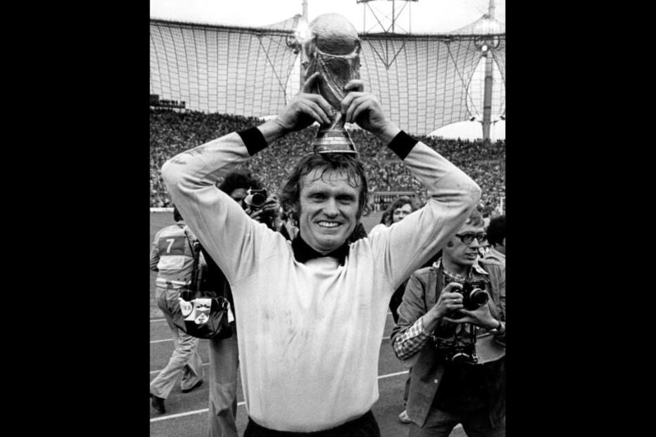 Sepp Maier nach dem Gewinn der Weltmeisterschaft 1974 im Olympiastadion in München.