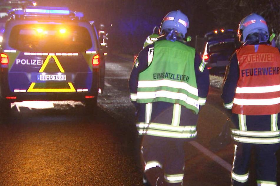 Sachsen: Ersthelfer ziehen Fahrer nach Unfall aus VW, doch der Mann stirbt