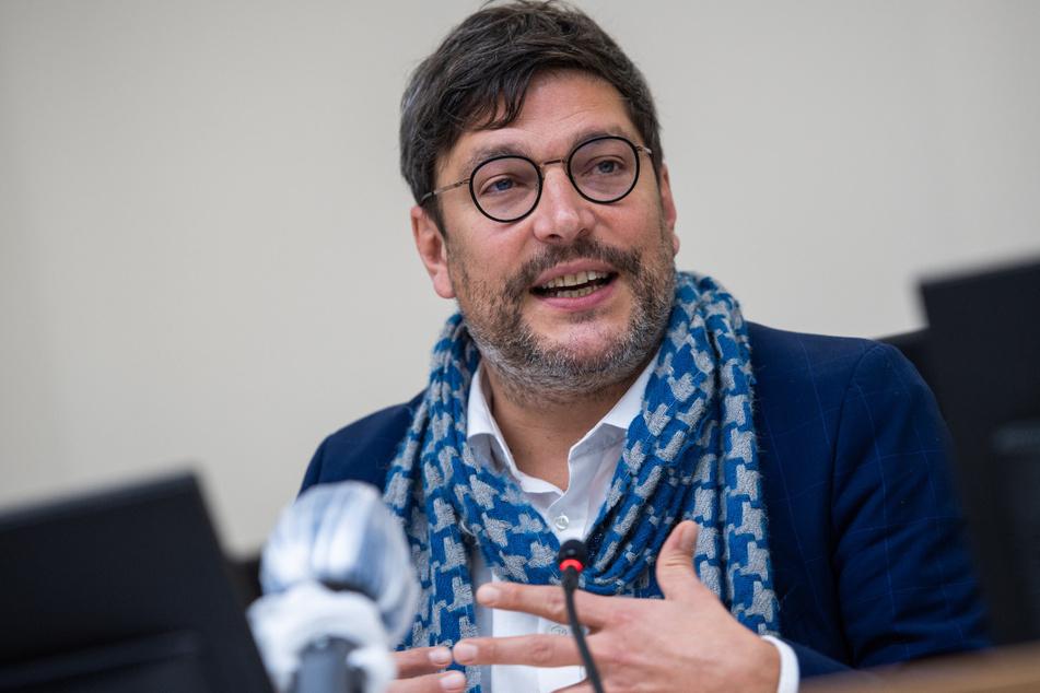 Dirk Behrendt (Bündnis 90/Die Grünen), Justizsenator von Berlin, spricht bei der Vorstellung des neuen Sicherheitssaal im Kriminalgericht Moabit.