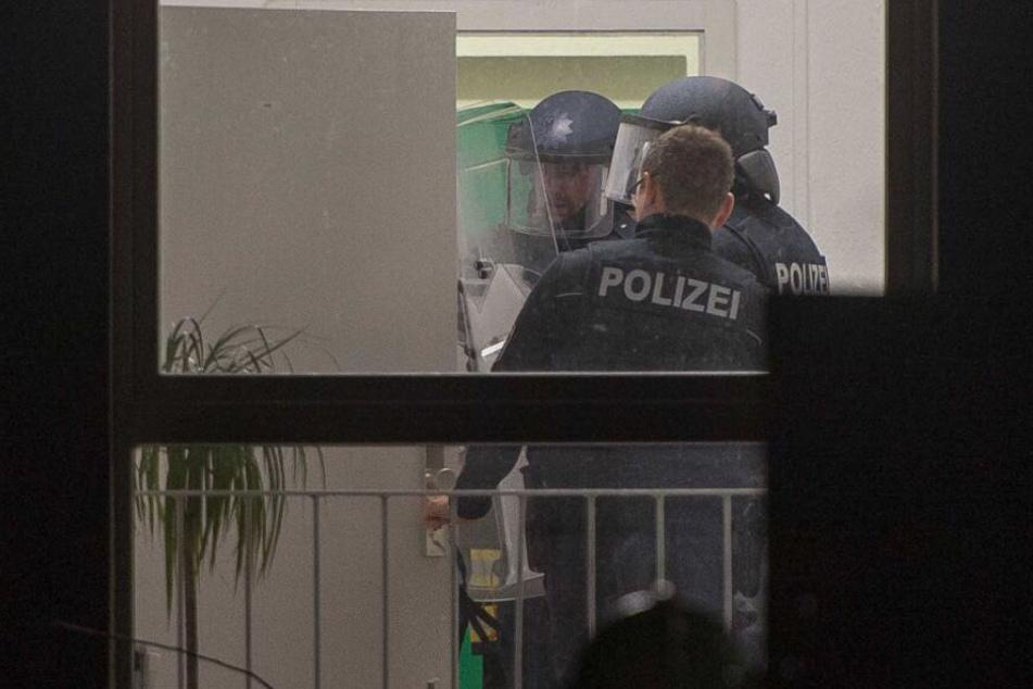 Die Polizei musste die Frau aus ihrer Wohnung holen.