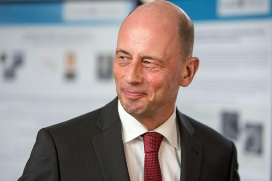 Wirtschaftsminister Wolfgang Tiefensee stellt die neue Tourismusstrategie vor.