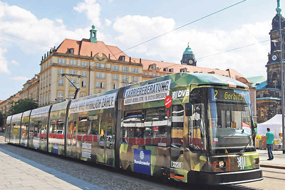 Bundeswehr-Werbung auf der Straßenbahn sorgt für Wirbel. Solche Reklame soll künftig strenger geprüft werden.