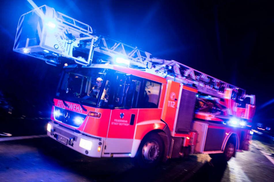 Als die Feuerwehr eintraf, war der Dachstuhl bereits eingestürzt. (Symbolbild)