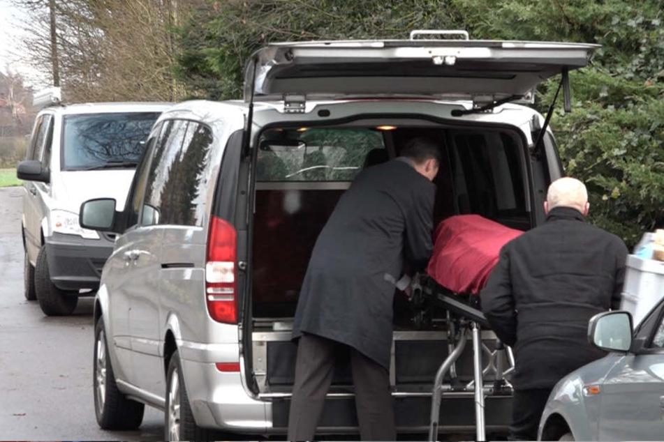 Die Leiche der 41-Jährigen wurde auf dem Grundstück der Familie gefunden.